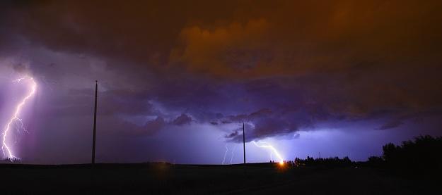 Evil「Lightning strike in the prairies Alberta Canada」:スマホ壁紙(10)