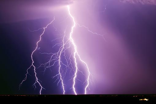 雷「Lightning Storm over Interstate 10 Freeway, Tonopah Arizona, USA」:スマホ壁紙(0)