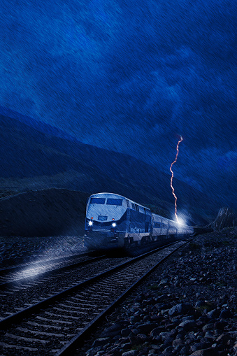 冒険「Lightning striking train in rain」:スマホ壁紙(13)