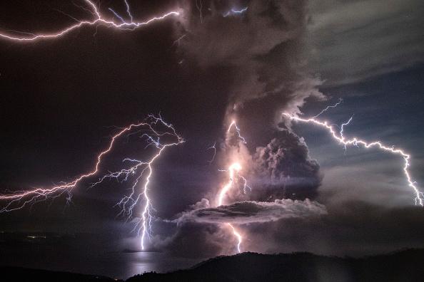 Bestpix「Taal Volcano Erupts In The Philippines」:写真・画像(1)[壁紙.com]