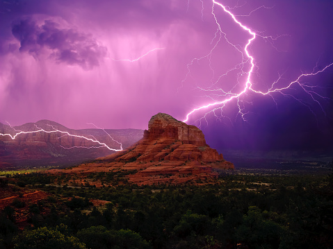 Thunder「Lightning storm around Bell Rock and Courthouse Butte, Sedona, Arizona, America, USA」:スマホ壁紙(10)