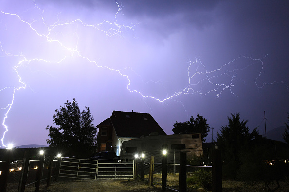 Thunderstorm「Monsoon Thunderstorms Roll Through Nevada」:写真・画像(3)[壁紙.com]