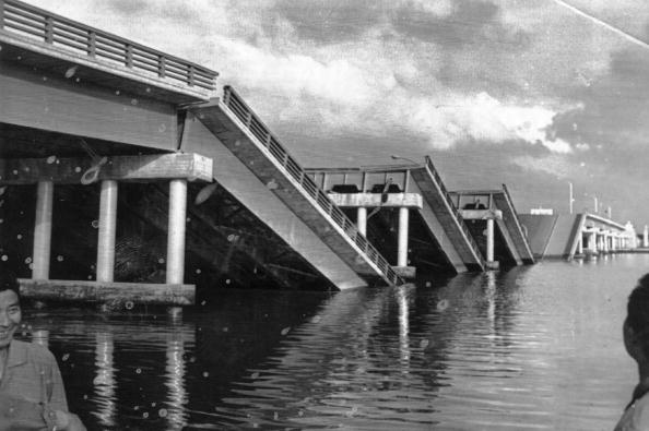 Damaged「Collapsed Bridge」:写真・画像(0)[壁紙.com]