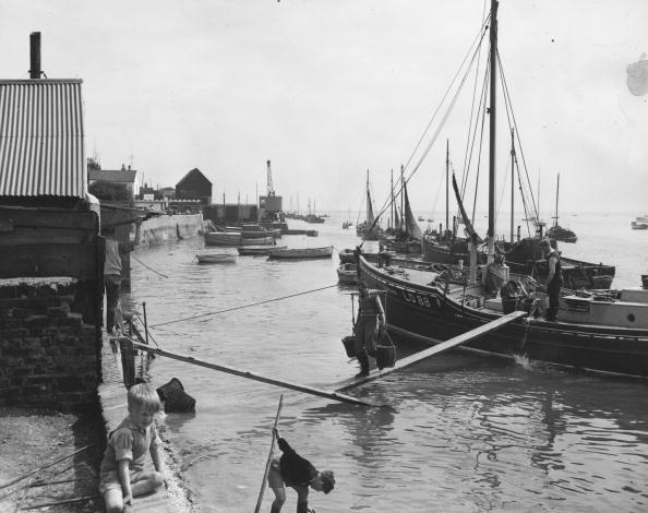 Fisherman「Fishermen Docking」:写真・画像(18)[壁紙.com]