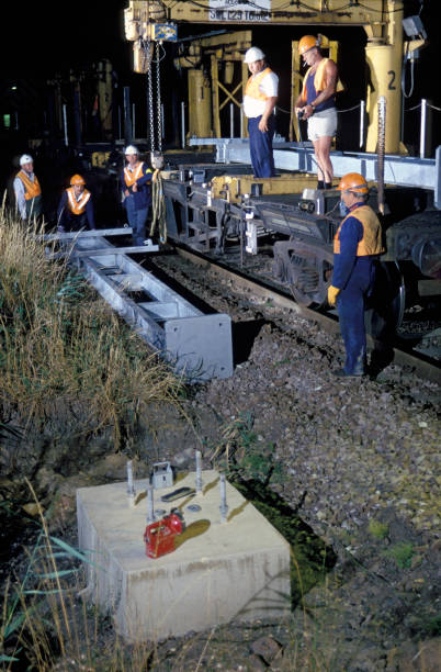 Erecting electrification gantries during the electrification of the line between Ely and Kings Lynn. C 1991:ニュース(壁紙.com)