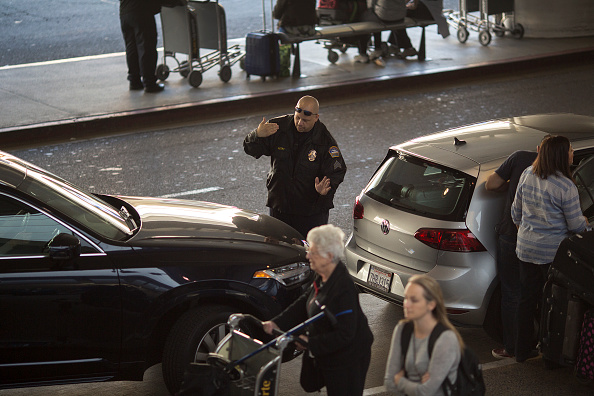 LAX Airport「Los Angeles Beefs Up Security At Transportation Hubs After Brussels Bombings」:写真・画像(15)[壁紙.com]