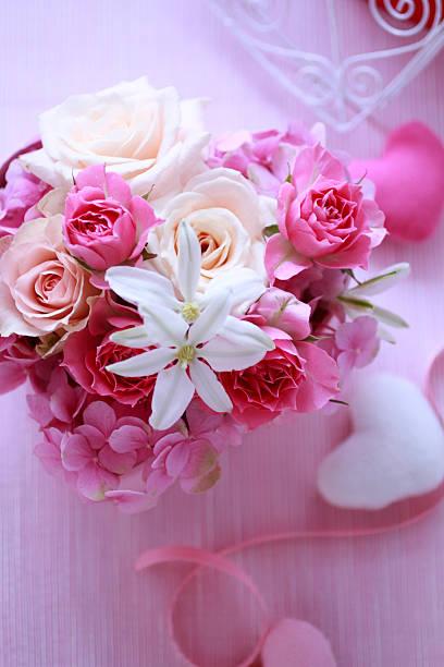 Flowers Put In Heart-shaped Box:スマホ壁紙(壁紙.com)