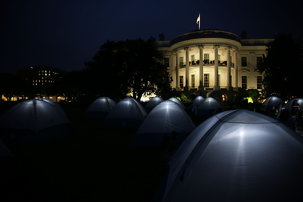 First Occurrence「President, First Lady Host Girls Scouts At First-Ever White House Campout」:写真・画像(18)[壁紙.com]