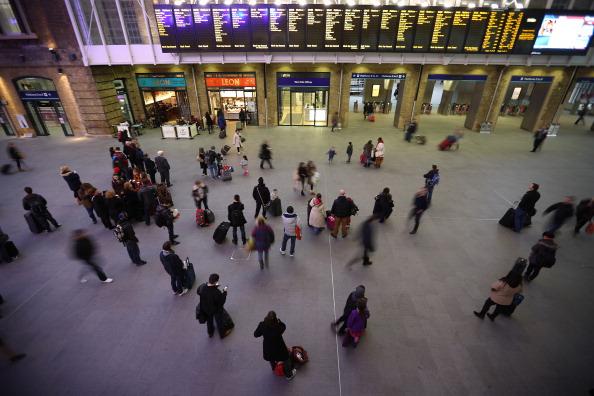 Waiting「Rail Fare Rises Take Effect」:写真・画像(15)[壁紙.com]
