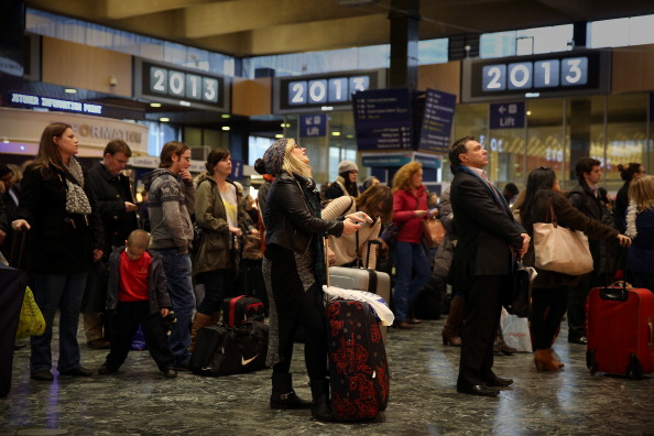 Waiting「Commuters Take To The Road And Rail In The Annual Christmas Getaway」:写真・画像(4)[壁紙.com]