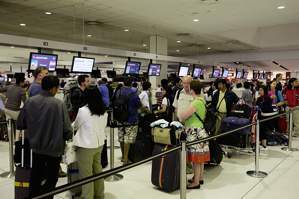 Waiting In Line「Thousands Of Flights Affected As Volcanic Ash Cloud Intensifies」:写真・画像(8)[壁紙.com]