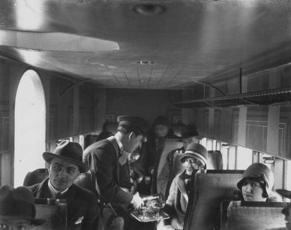 Passenger「Champagne Service」:写真・画像(10)[壁紙.com]