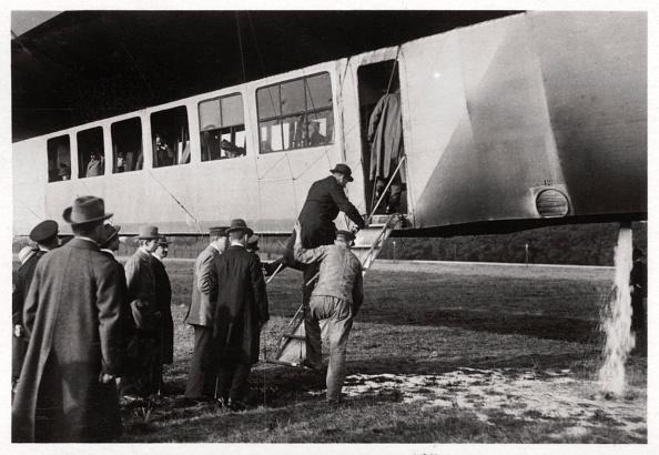 Passenger Cabin「Passengers boarding Zeppelin LZ 11 'Viktoria Luise', c1912-1914 (1933).」:写真・画像(9)[壁紙.com]