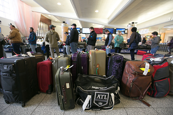 乗客「Hundreds Of Flights Cancelled After Power Outage At Atlanta Hartsfield Airport」:写真・画像(15)[壁紙.com]