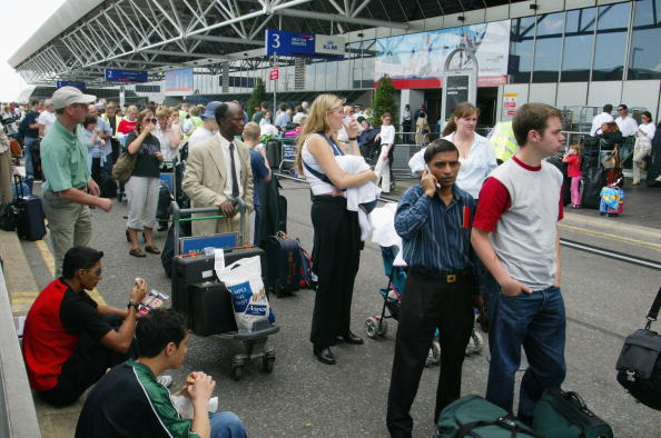 Heathrow Airport「Passengers Suffer Delays At Heathrow Airport 」:写真・画像(3)[壁紙.com]