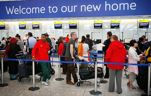 Waiting「Further Delays Occur At Heathrow Terminal 5」:写真・画像(17)[壁紙.com]