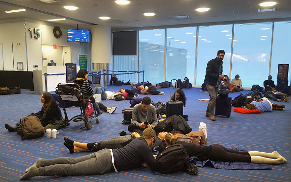 Kennedy Airport「Massive Winter Storm Brings Snow And Heavy Winds Across Large Swath Of Eastern Seaboard」:写真・画像(5)[壁紙.com]