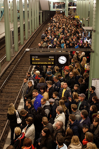 Waiting「Germany Hit By Four-Day Rail Strike」:写真・画像(18)[壁紙.com]