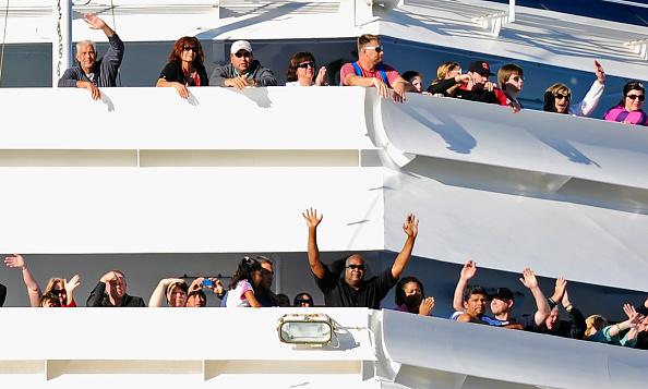 Passenger「Stranded Carnival Cruise Ship Towed To San Diego」:写真・画像(3)[壁紙.com]