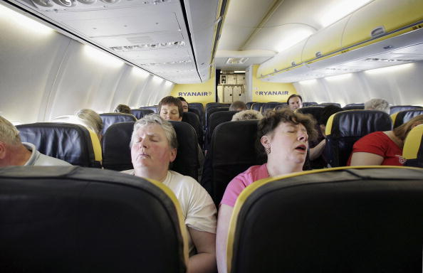 乗客「Low Fare Airlines Offer Flights For Less Than A Dollar」:写真・画像(0)[壁紙.com]