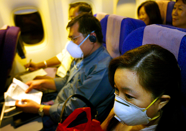 Passenger「Singapore Travelers Take Protective Measures Against SARS」:写真・画像(4)[壁紙.com]