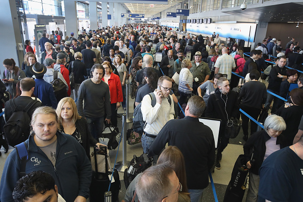 税関「As Long Lines In Airports Rise, TSA Struggles To Cut Waiting Times」:写真・画像(4)[壁紙.com]