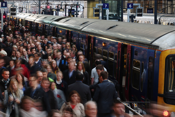 鉄道・列車「Rush Hour At King's Cross Train Station」:写真・画像(2)[壁紙.com]