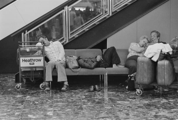 Airport Departure Area「Airport sleepers」:写真・画像(0)[壁紙.com]