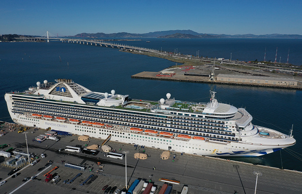 Oakland - California「Cruise Ship With 21 Coronavirus Patients On Board Docks In Oakland」:写真・画像(11)[壁紙.com]