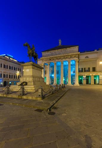 Ferrari「Italy, Genoa, Piazza de Ferrari, Giuseppe Garibaldi monument at night」:スマホ壁紙(9)