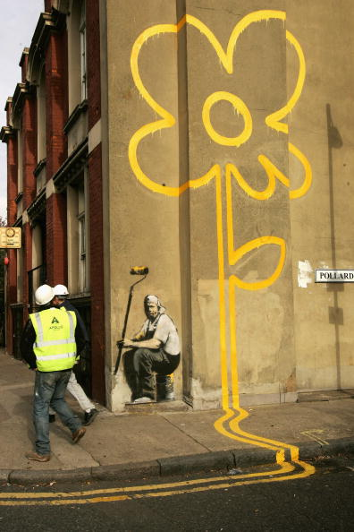 Street Art「New Banksy, Yellow Lines Flower Painter on Pollard Street」:写真・画像(14)[壁紙.com]