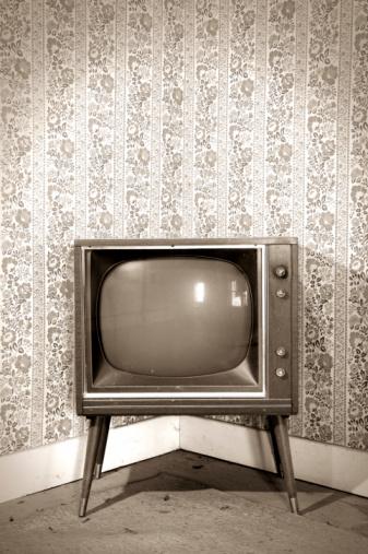 Sepia Toned「Vintage Television」:スマホ壁紙(9)