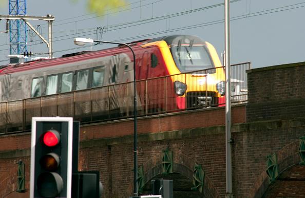 Road Signal「Virgin trains, Manchester suburb」:写真・画像(3)[壁紙.com]