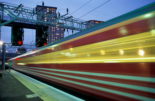 Finance and Economy「A Virgin Trains operated train leaves London's Euston Station」:写真・画像(2)[壁紙.com]