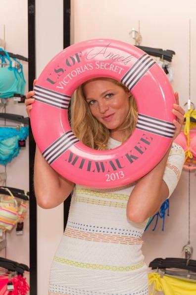 Erin Heatherton「Victoria's Secret U.S. Of Angels Swim Summer Tour Stops In Milwaukee」:写真・画像(15)[壁紙.com]