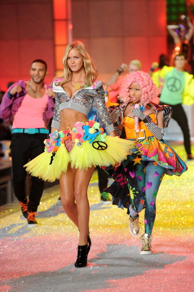 Erin Heatherton「2011 Victoria's Secret Fashion Show - Performance」:写真・画像(19)[壁紙.com]