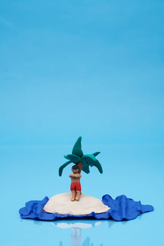 Lost「Clay model of man on desert island on blue background」:スマホ壁紙(12)