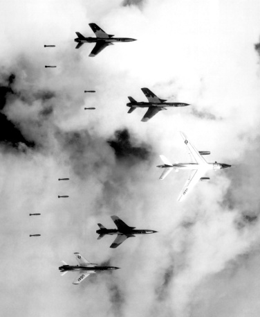 Battle「A B-66 Destroyer and F-105 Thunderchief aircraft bomb North Vietnam.」:スマホ壁紙(0)