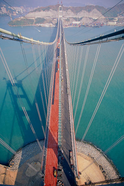 Bridge - Built Structure「Tsing Ma suspension bridge. China. Constructed to link Hong Kong with Chek Lap Kok airport.」:写真・画像(10)[壁紙.com]