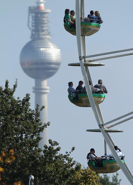 Amusement Park Ride「Germany Celebrates Reunification Day」:写真・画像(10)[壁紙.com]