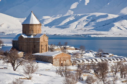 アクダマル島「Church of the Holy Cross in snow, Akdamar Island, Anatolia Region, Turkey」:スマホ壁紙(0)