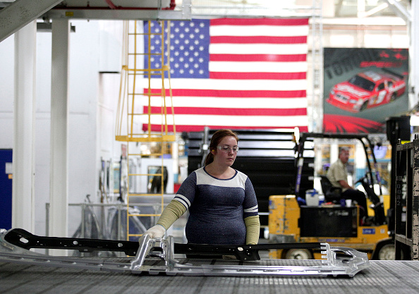 Economy「Fiat Chrysler Invests In New Stamping Presses At Michigan Auto Plant」:写真・画像(2)[壁紙.com]