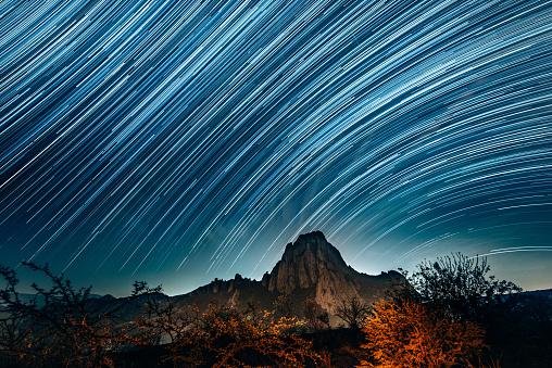 Star Trail「Monolith of Bernal Queretaro」:スマホ壁紙(10)