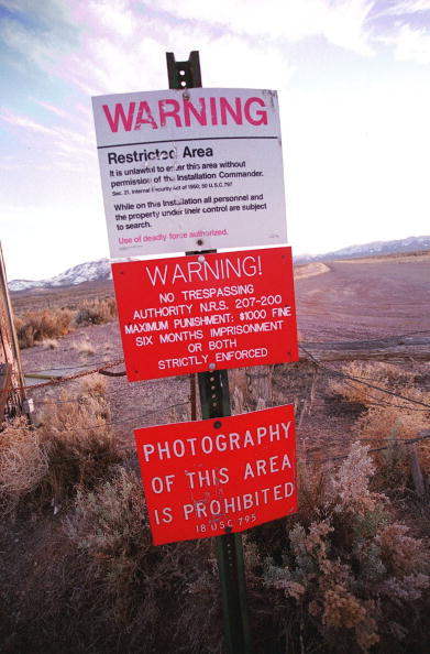 Nevada「Warning Sign On Area 51 Border」:写真・画像(1)[壁紙.com]