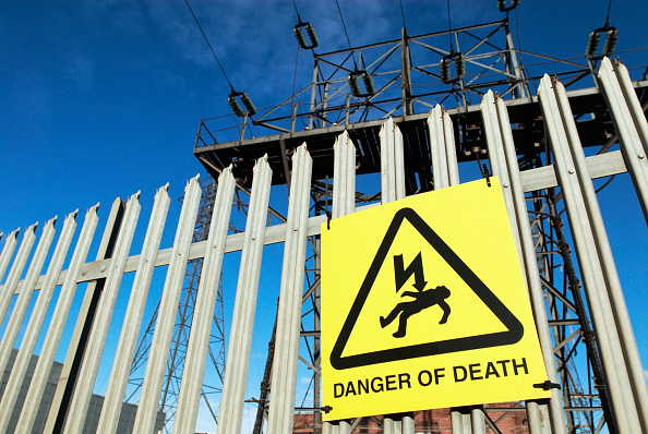 Danger「Warning sign at an electric substation, UK」:写真・画像(10)[壁紙.com]