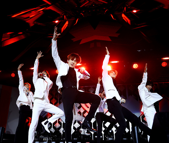 Kim Seok-jin「102.7 KIIS FM Jingle Ball – SHOW」:写真・画像(18)[壁紙.com]