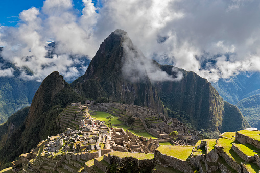 Mt Huayna Picchu「Peru, Andes, Urubamba Valley, Machu Picchu with mountain Huayna Picchu」:スマホ壁紙(15)