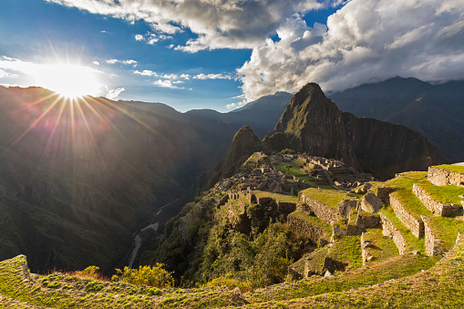 Archaeology「Peru, Andes, Urubamba Valley, Machu Picchu with mountain Huayna Picchu at sunset」:スマホ壁紙(3)