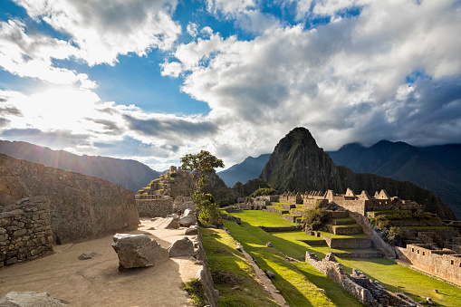 Machu Picchu「Peru, Andes, Urubamba Valley, Machu Picchu with mountain Huayna Picchu at sunset」:スマホ壁紙(19)