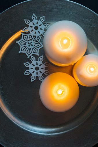 Tray「Three candles and Christmas ornaments on tray」:スマホ壁紙(0)